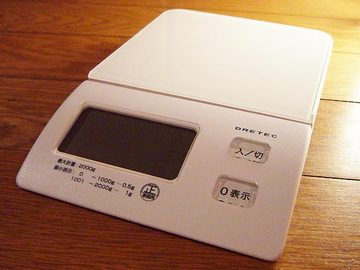 070425kitchen-scale.jpg
